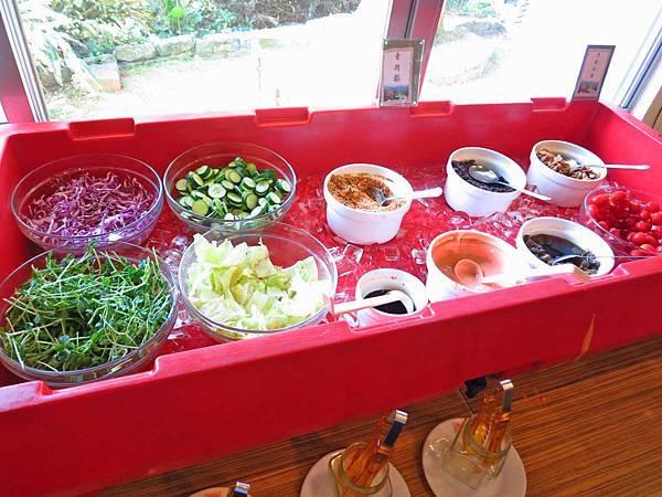 【桃園住宿】復興青年活動中心-景觀優美的戶外用餐環境