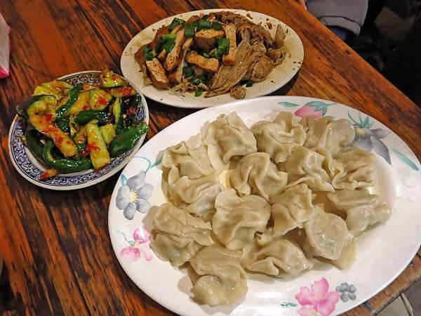 【台北美食】龍門客棧餃子館-貴松松卻有超人氣的宵夜美食
