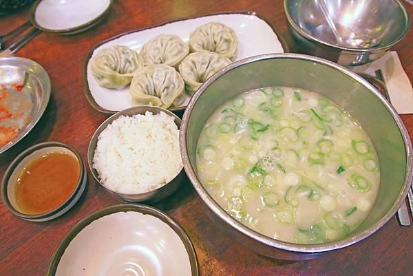 【明洞美食】神仙雪濃湯-超大顆又美味的餃子