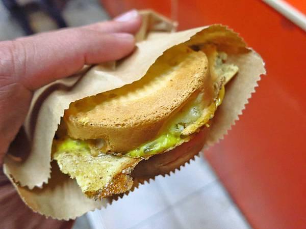 【板橋美食】太極鰲車輪餅-超級爆餡紅豆餅