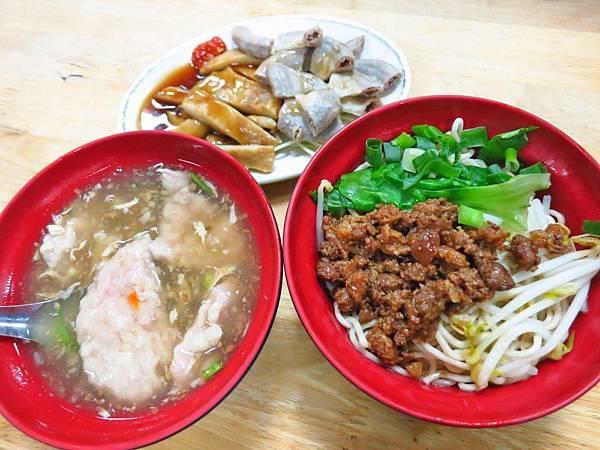 【桃園美食】特製汕頭麵-必吃滷味小菜與超大肉羹