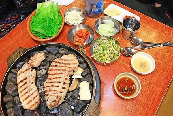 【韓國首爾】小豬存錢桶-用石頭來燒烤食材的烤肉店