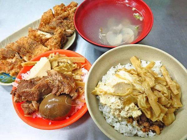 【桃園美食】大小魯肉飯-在地人極推的雞排飯