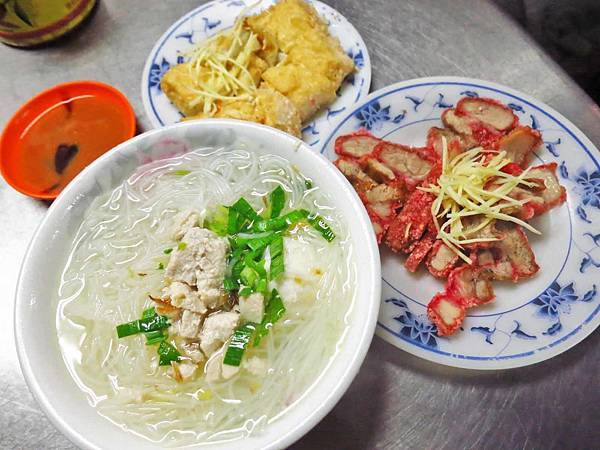 【台北美食】旗魚新竹米粉-延三夜市裡的超人氣米粉湯