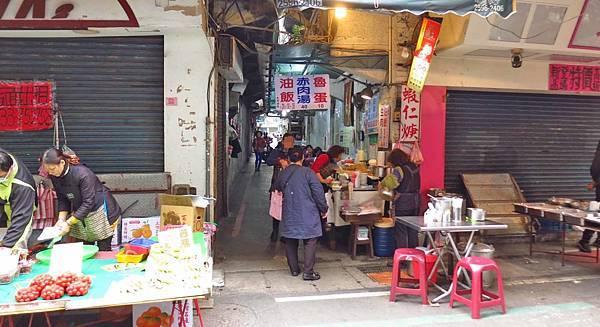 【三重美食】太順油飯-位於老舊市場裡的巷弄美食