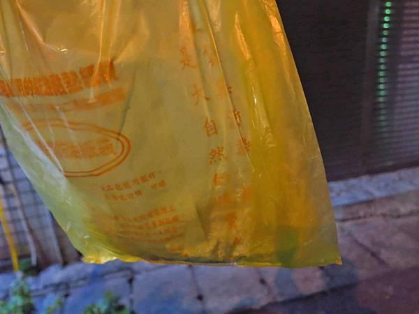 【桃園美食】老攤碳烤鹽酥雞-要等半小時以上才能吃到的鹽酥雞美食
