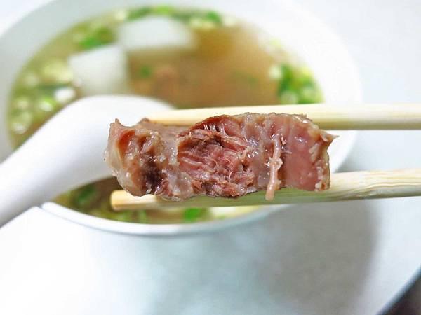 【林口美食】老占元拉麵大王-還沒用餐時間就大排長龍的牛肉麵店