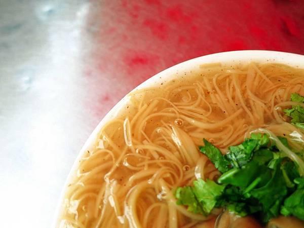 【板橋美食】深丘大腸蚵仔麵線-香氣十足美味的大腸麵線