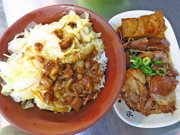 【三重美食】71巷口腿庫焢肉飯-好吃的巷子口腿庫飯