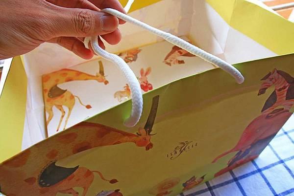 【伴手禮美食】伊莎貝爾彌月-堤姆小羊誕生故事單層盒&千層蛋糕-精緻可愛的伴手禮禮盒