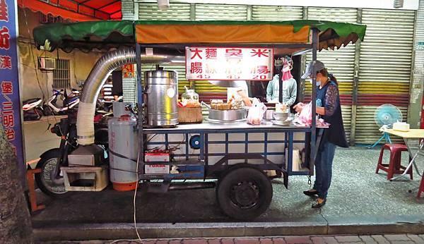 【蘆洲美食】民族路臭豆腐麵線餐車-臭到香氣十足的臭豆腐