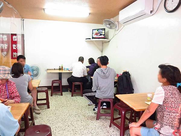 【新莊美食】正沙茶魷魚焿-剛開門就超多人潮的小吃店