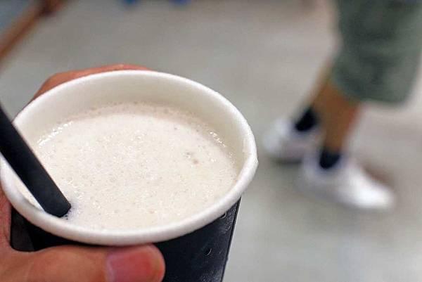 【台中美食】Gus Milk 格斯木瓜牛乳專賣店-逢甲夜市裡的超人氣木瓜牛奶店