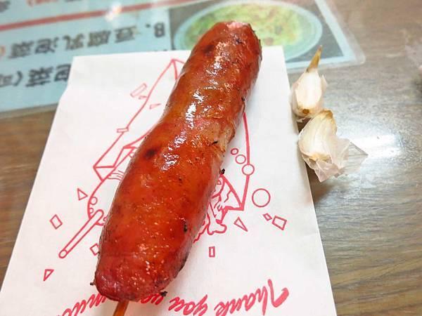 【板橋美食】油庫口蚵仔麵線-遠近馳名的超人氣麵線、香腸店