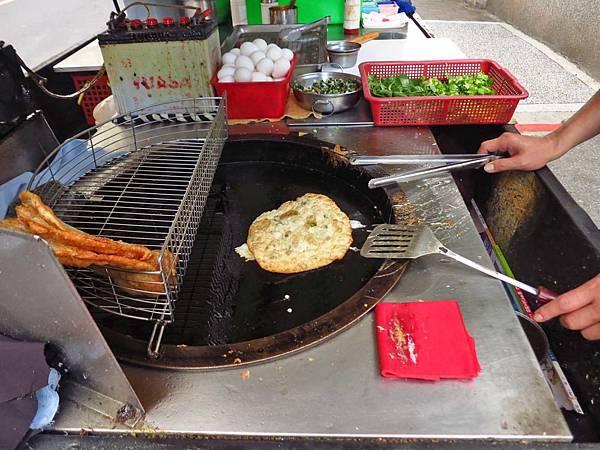 【板橋美食】無名蔥油餅-酥脆外皮令人口味的蔥油餅