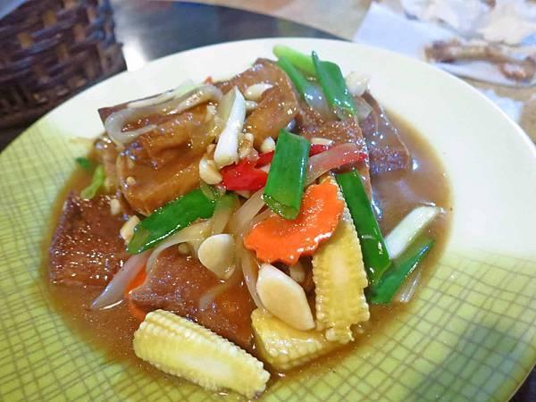 【三峽美食】三峽大同橋甕仔雞-超級酥脆外皮的烤雞