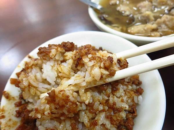 【台北美食】圓環魯肉飯肉羹-便宜又真材實料的肉羹湯