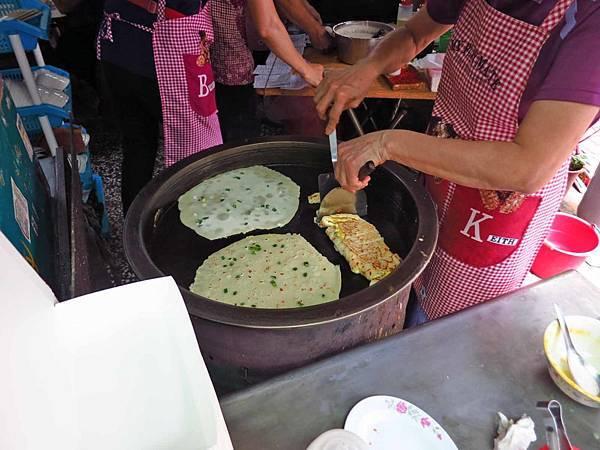 【台南美食】阿公阿婆蛋餅-粉漿做的超人氣排隊手工蛋餅美食