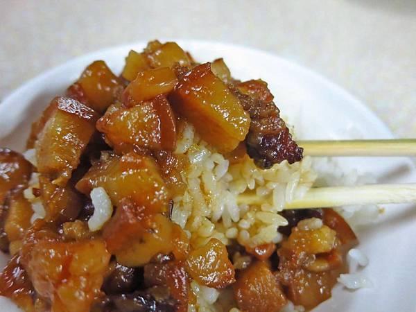 【台南美食】國榮肉燥飯-CP值爆表!15元肉燥飯30元魚肉湯