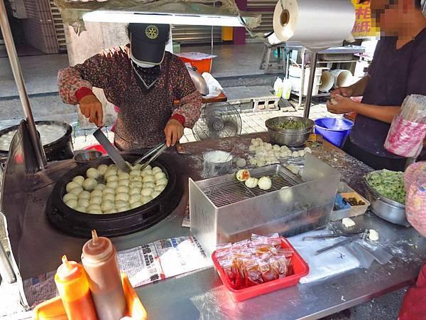 【蘆洲美食】光華路黃家水煎包-1顆6元的銅板水煎包美食