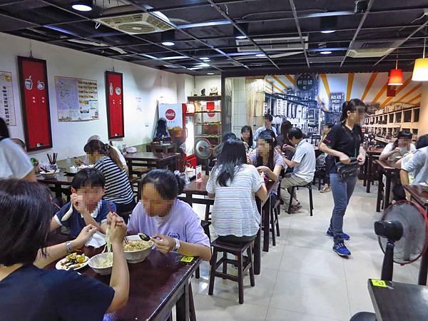 【台北美食】龍記搶鍋麵-巷弄裡的超人氣麵店