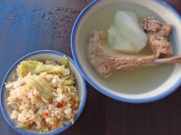 【台北美食】原汁排骨湯,高麗菜飯-延三夜市裡簡單而美味的高麗菜飯