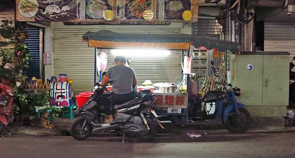 【蘆洲美食】民族路無名宵夜-開到凌晨的宵夜麵線