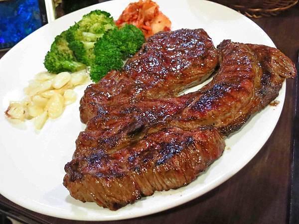 【新莊餐廳】黑傑克原味碳烤牛排-超大OZ原肉碳烤牛排