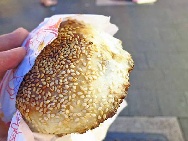 【台北美食】老張炭烤燒餅-士林夜市裡網路高評價的胡椒餅
