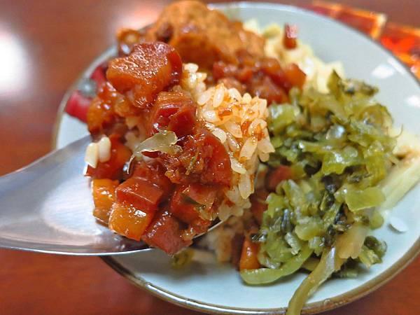 【新竹美食】黑皮驊魯肉飯-內行人才知道的超美味魯肉飯