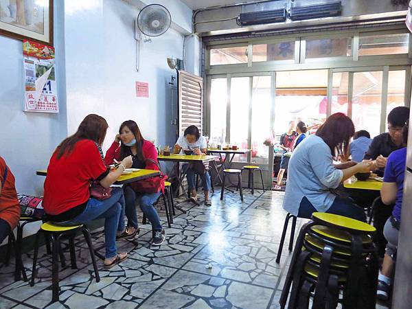 【蘆洲美食】米苔目-隱身在熱鬧市場裡沒有店名的米苔目美食