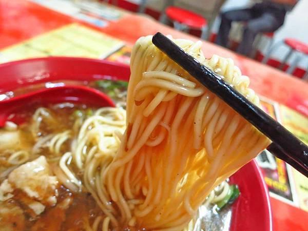 【台北美食】林森北路章記魷魚羹-超大份量美味的魷魚羹麵