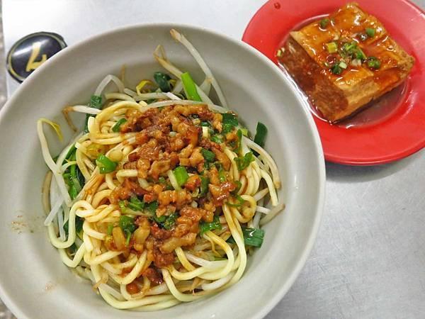 【桃園美食】676滷肉飯-不少人推薦的不起眼小吃店