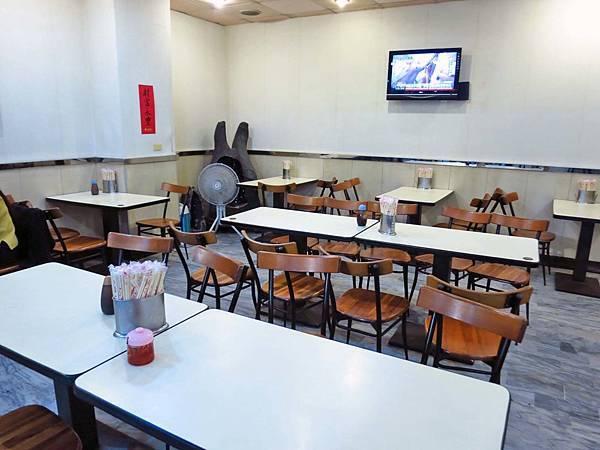 【台北美食】永富魚丸店-會爆漿噴汁的魚丸湯