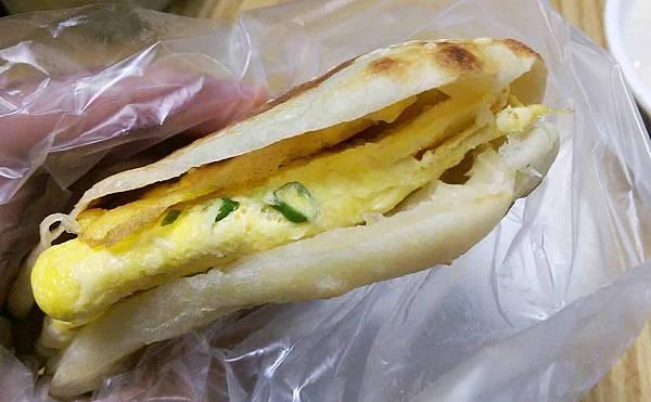 【三重美食】正義豆漿店-不少人推薦的燒餅、蛋餅豆漿店