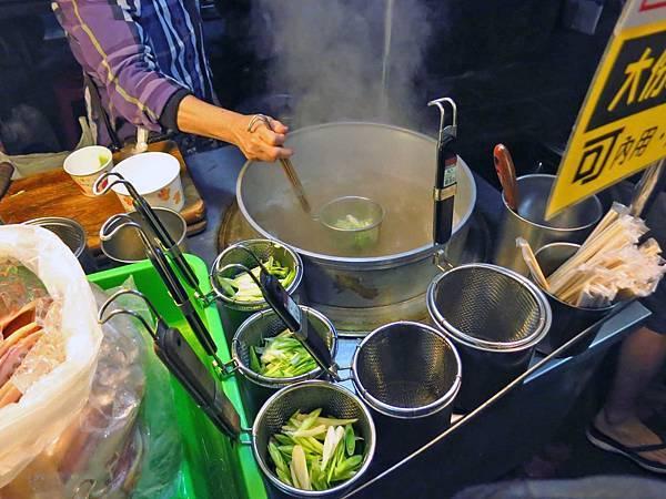 【台北美食】沙茶魷魚蒜-夜市裡清爽又美味的特色美食