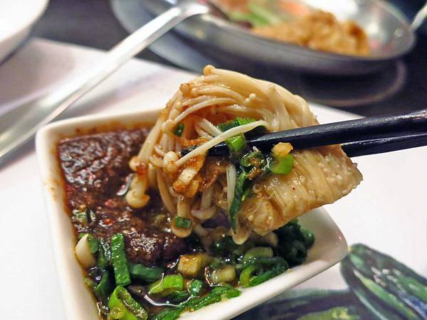 【台北美食】晨櫻廚房小火鍋-吃了還會想再訪的美味火鍋店