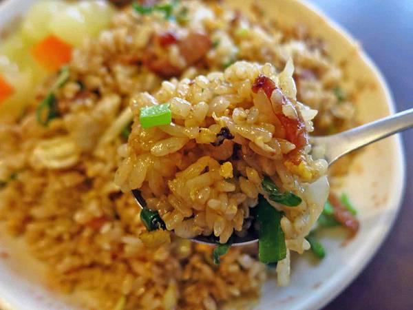 【台北美食】阿仁炒飯-粒粒分明網路評價極高的炒飯店