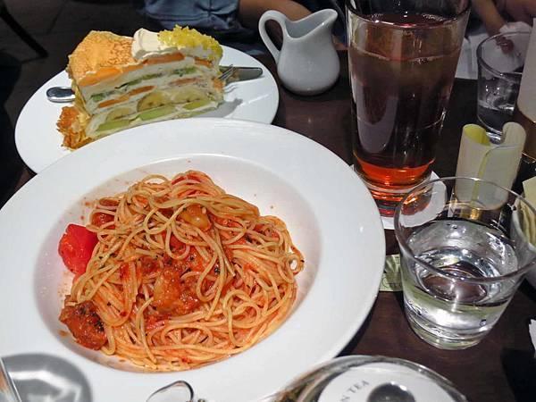 【東京美食】HARBS Lumine EST新宿店-平日非用餐時間也大排長龍的甜點店