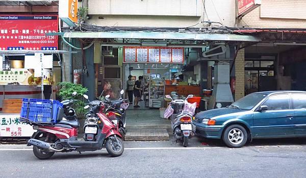 【三重美食】古早味小吃店-香噴噴迷人的滷肉飯