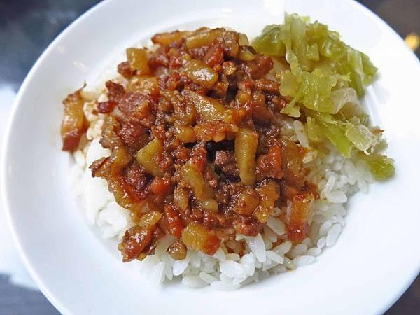【新莊美食】飛米子新莊店-香氣迷人的滷肉飯