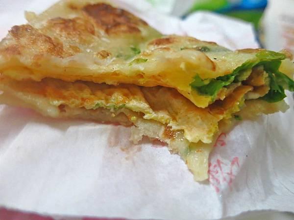 【蘆洲美食】民族路無名蔥油餅-絕無僅有的15元蔥油餅店