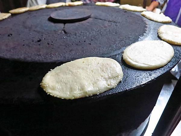 【台北美食】南機場夜市無名推車燒餅-大排長龍的超強美食