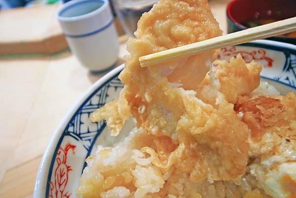 【東京美食】半熟蛋天婦羅 天すけ-下雨天也要排隊的超強名店