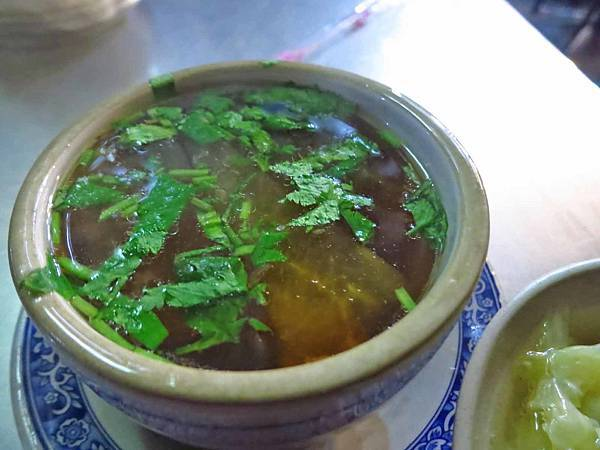 【台北美食】曉迪筒仔米糕-湯頭鮮美可口的排骨酥湯