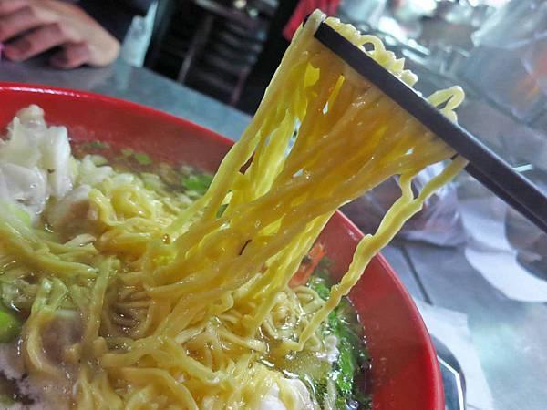 【台北美食】康師傅海鮮什錦麵疙瘩-便宜又大碗美味的什錦麵