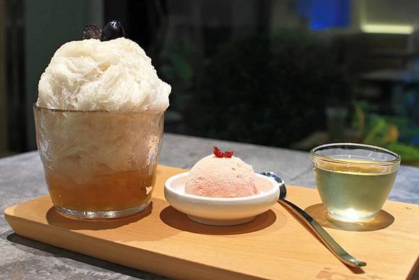 【台北美食】ICE+ 艾司加冰屋-不同於一般,綿密細緻的雪花冰