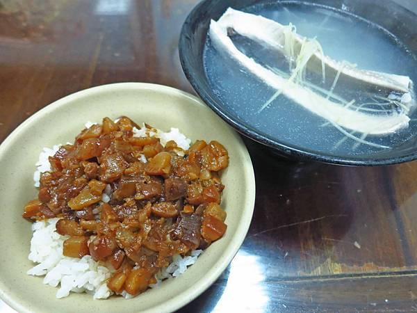 【台北美食】台南虱目魚粥-迪化街裡的超人氣虱目魚料理店