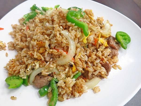【蘆洲美食】金鴻運小館-大份量炒飯、燴飯、家常菜