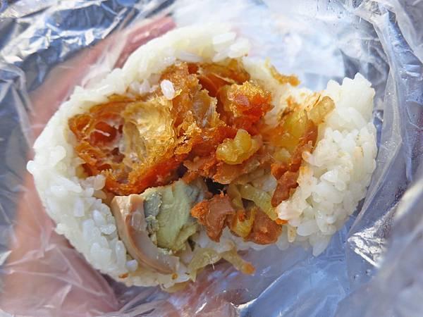 【台中美食】日棧鹹蛋飯糰-台中人極力推薦超強排隊飯糰店